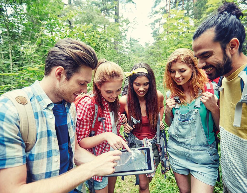 Outdoor Aktivitäten mit Team. Globe Chaser App für Abenteuer Schnitzeljagd Events in der Freizeit.